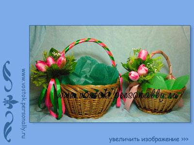плетеная корзина из лозы для подарка декорированная
